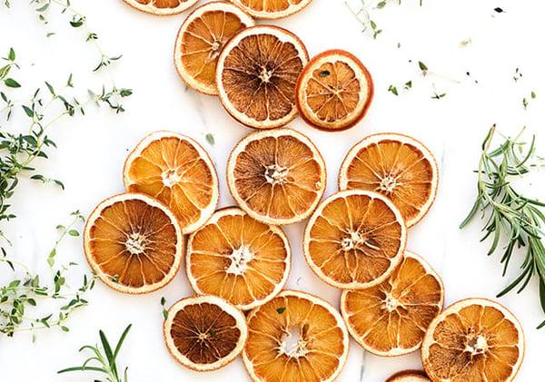 dried-orange-S3_D7Q9vz0Y-640x450