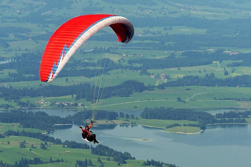 paraglider-1644986_1920-1